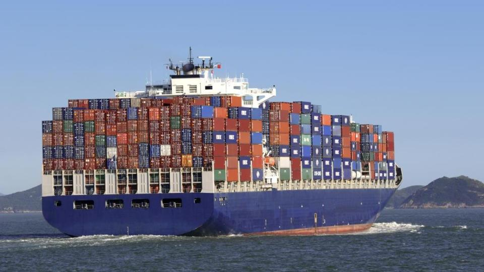 Containerschiff sticht in See