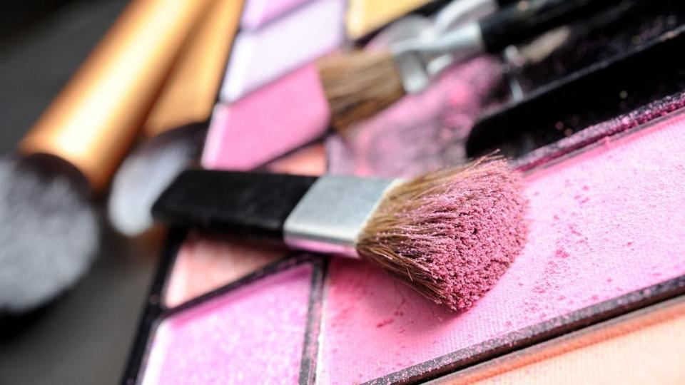 Cosmetics: eye shadow in pink